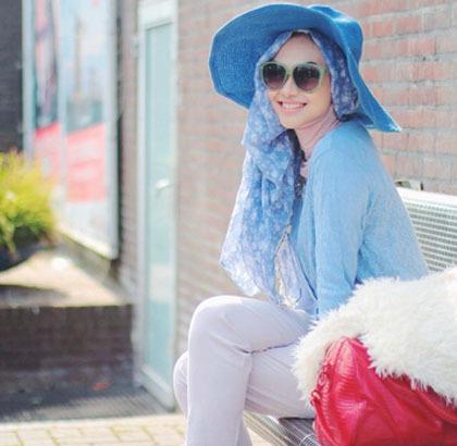 Hijab Style Bergaya Dengan Topi Besar Ala Zaskia Sungkar Para Selebgram 5