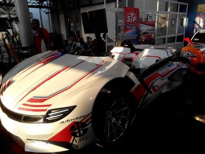 Melihat-lihat Mobil Listrik Seharga Rp 1 Miliar dari Bandung