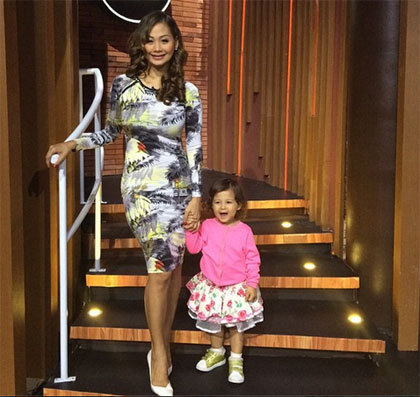Like Mother Like Daughter, Putri Kecil Indah Kalalo Siap Jadi Model Catwalk