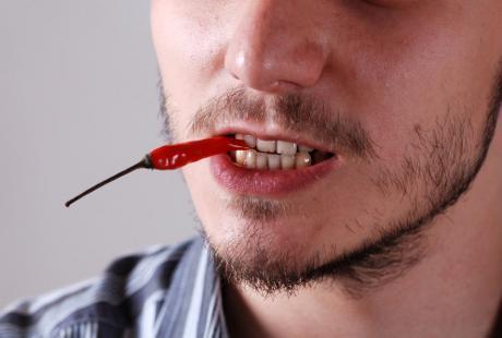 Makanan Pedas Juga Bisa Picu Sariawan? Ini Kata Dokter