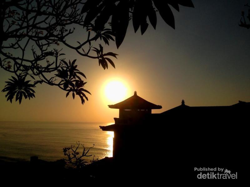Sunrise Yang Fantastis Di Pantai Serenity Nusa Dua