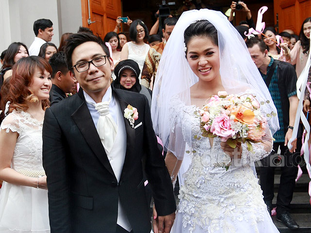 <i>Just Married</i>! Foto-foto Pernikahan Gracia Indri dan David 'NOAH'