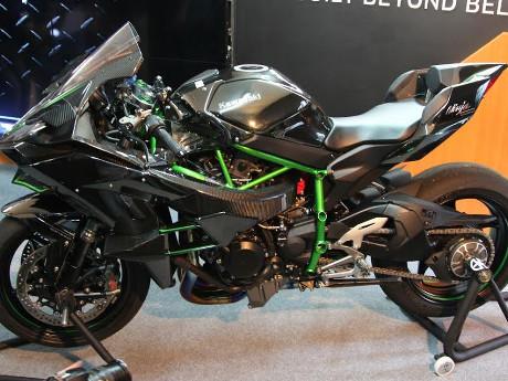 Kawasaki: Ninja H2 dan H2R Diproduksi dengan Hati-hati dan ...