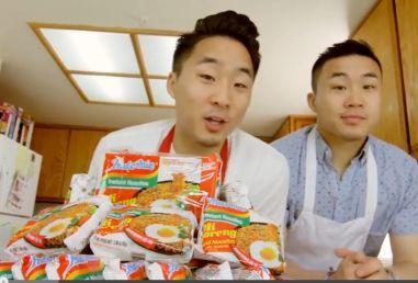 Konyol! 5 Cara Makan Mie Goreng Versi Pria Amerika
