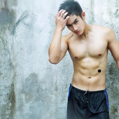pria spornoseksual yang sering pamer foto tubuh atletis