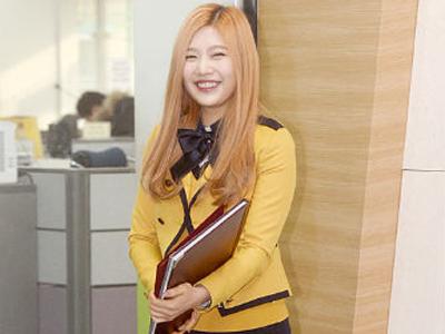 Lulus SMA, Joy Red Velvet Tampil Blonde