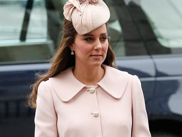 Hamil 8 Bulan, Kate Middleton Cantik Berbaju Pink