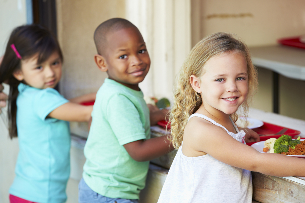 Hadiah Kecil Terbukti Mendorong Anak Menyukai Makanan Sehat