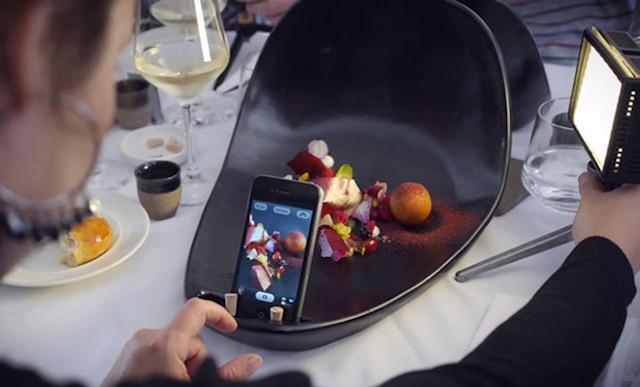 Restoran Khusus Pecinta Foto Sebelum Makan