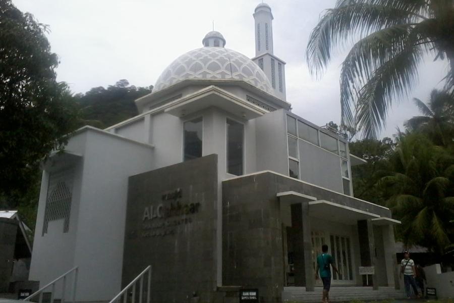 Al Qahhar Masjid Modern Minimalis Untuk Singgah Di Padang