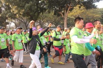 Hangatnya Suasana <I>Hugging Walk</I>, Jalan Sehat untuk Mendukung ODHA
