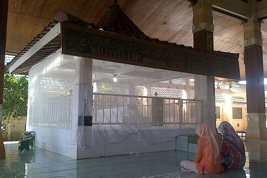 Napak Tilas Sayyid Hussein Jumadil Kubro Bapak Wali Songo