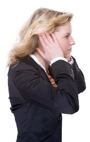 Tips Menghindari Sakit Telinga Saat Naik Pesawat