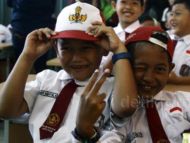 Ekspresi Anak-anak Saat Pertama Masuk Sekolah