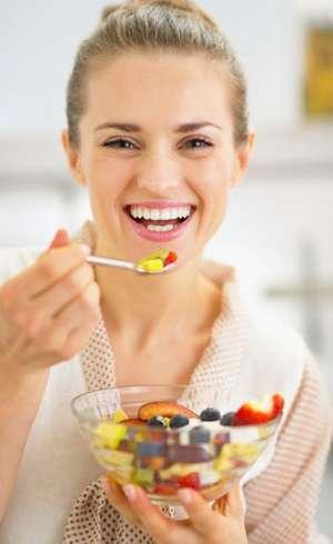Pola Makan yang Perlu Diperhatikan Setelah Usia Tak Lagi Muda