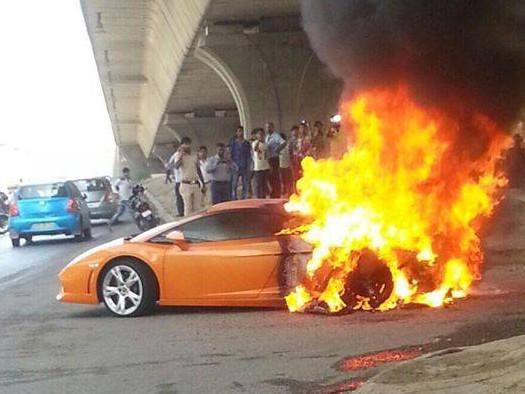 Momen Momen Ketika Mobil Lamborghini Terbakar Di Jalanan