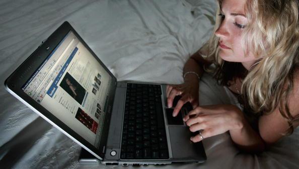 Tips Pernikahan Awet: Bercerai di Facebook