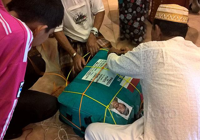 Jemaah Haji Bongkar Koper Demi 32 kg
