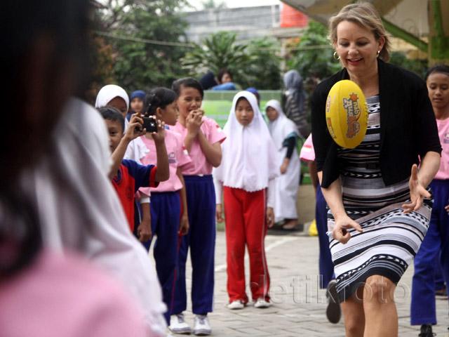 Menteri Kesehatan dan Olahraga Australia Kunjungi SDN Makassar 05