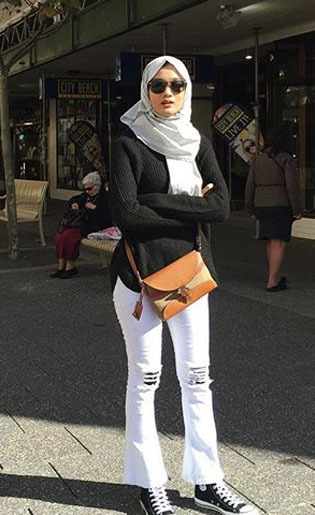 Foto: Gaya Stylish dengan Celana Cutbray ala Model Hijab Malaysia, Atita