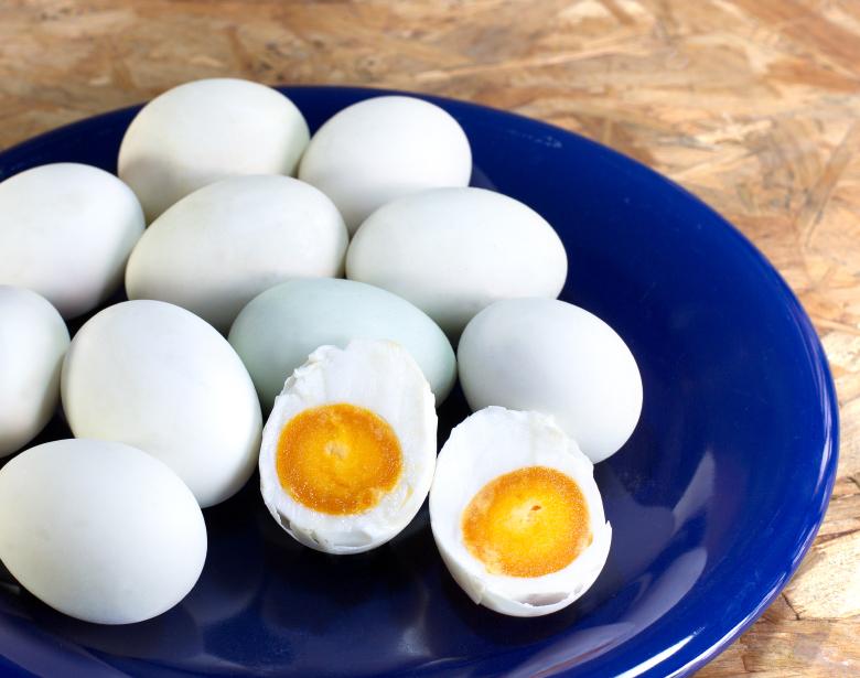 Inilah Cara Praktis Buat Telur Asin dengan Air dan Garam