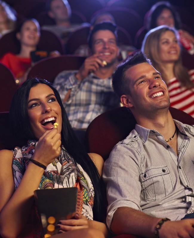 Jarum Suntik di Bioskop Tularkan HIV
