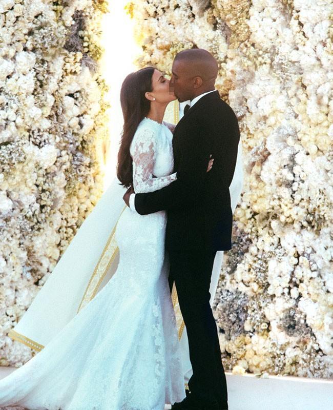 Altar Bunga Ala Kim Kardashian