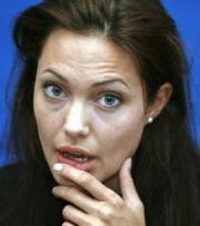 Angelina Jolie Ditelanjangi