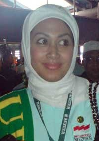 Diah Permatsari Naik Haji, Tinggalkan Suami