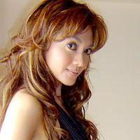 Bella Saphira Chic dengan Tubuh Padat Berisi