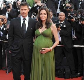 Foto Bayi Kembar Jolie Pitt Laku Rp 12 M