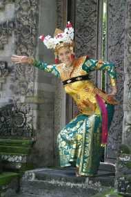 Bule-bule Pecinta Budaya Indonesia