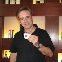 Michael J. Gibbons: Menyajikan Kopi Penuh Cinta