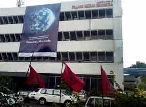 Kantor Pusat PMI Marak Bendera PDIP
