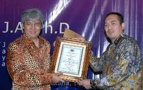 PWI Jakarta Beri Award ke Denny JA