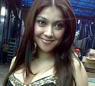 Sarah Azhari Seksi dengan Baju India
