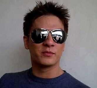 Bertrand Antolin dengan Kacamata Cobra