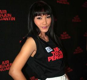 Jenny Cortez Bantah Foto Seksi Demi \Air Terjun Pengantin\