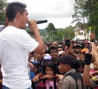 Naff Konser di Perbatasan Indonesia-Malaysia