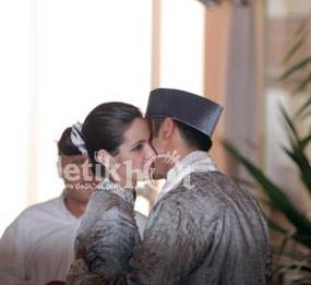 Serba Indonesia di Pernikahan Nia dan Ardi