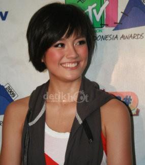 Agnes Monica & Anang Jawara AMI Awards 2010