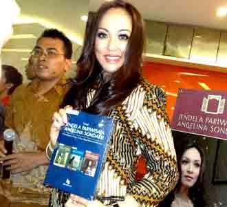 Angelina Sondakh Rilis Buku