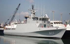 Kapal Patroli Cepat KRI Boiga 825 Terbakar di Dermaga Ujung
