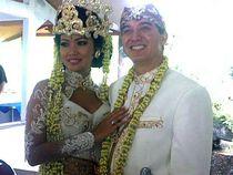 Shanty Berkebaya dengan Suami