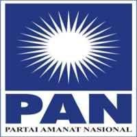 Artis Kader PAN Bagi-bagi Sembako di Senayan