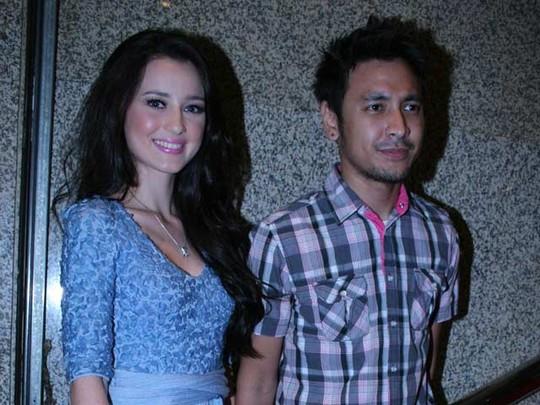 Julie Estelle & Ello Tampil Bersama