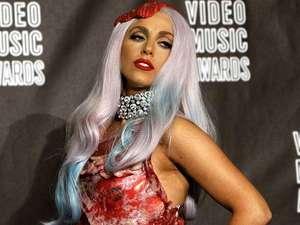 Baju dari Daging Ala Lady Gaga