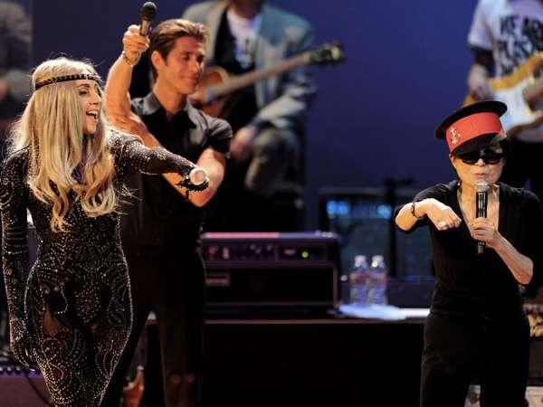 Aksi Lady Gaga & Yoko Ono