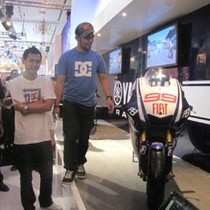 Motor Jorge Lorenzo Pukau Pengunjung Yamaha