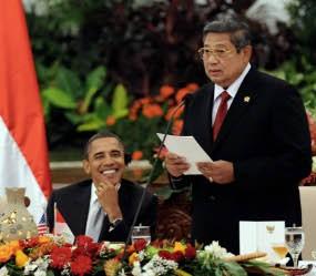 Obama: Bakso, Nasi Goreng, Emping, dan Kerupuk Semuanya Enak